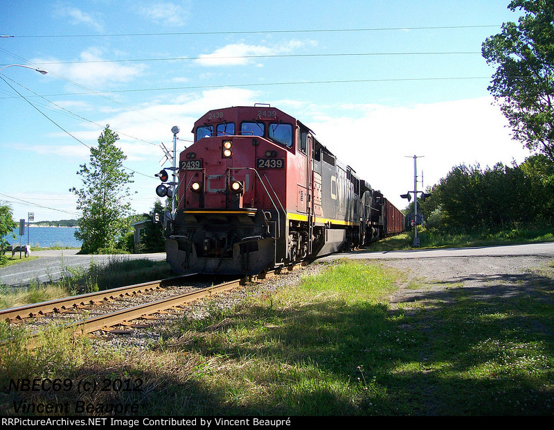CN 2439 on the 403 West